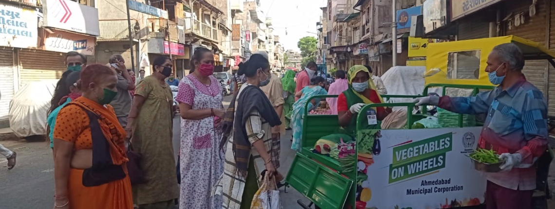 Street vendors social distancing in India