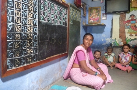 Balsewa care worker and children in Ahmedabad