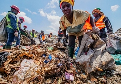 waste pickers on landfill in Accra