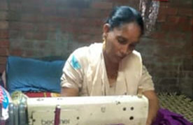 Zarina, a Home-Based Worker who helps stranded migrant workers in Delhi