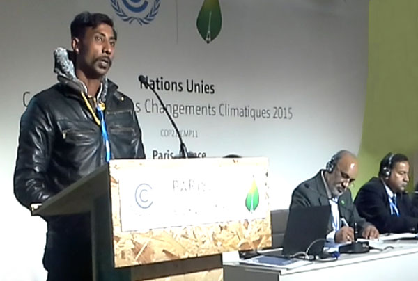 Mansoor, waste picker from Bengaluru, speaks at COP21 panel