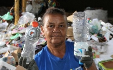 Recycler in Brazil, member of COMARP